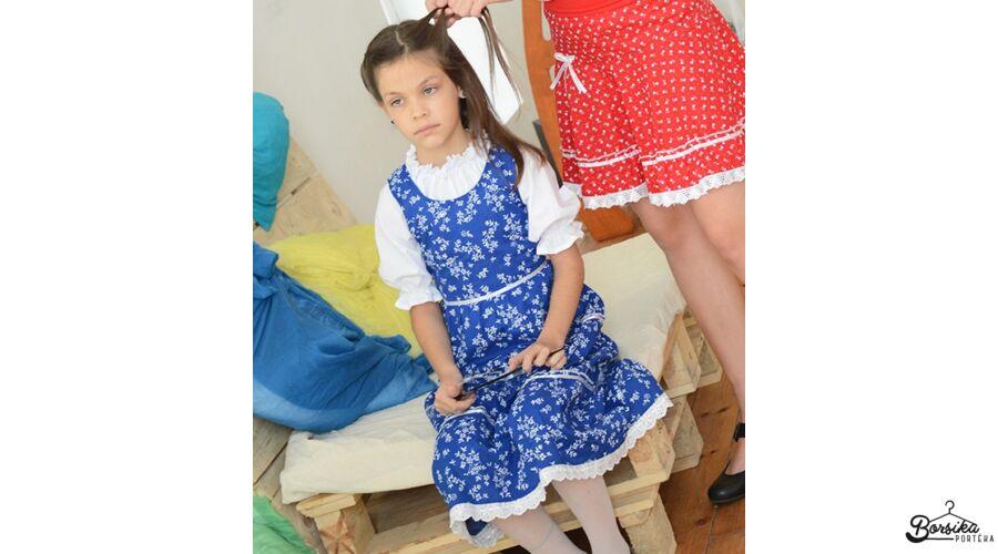 d3e50bd461 Középkék színű, nagy virágos kékfestő mintájú lány ruha - Kék- és ...