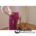 Bíborlila, kordbársony, passzés derekú, lány nadrág rózsaszín hímzéssel