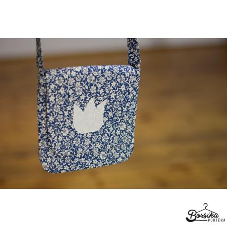 Kék, apró virágos táska