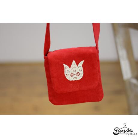 Piros, kordbársony táska vajszínű tulipánnal