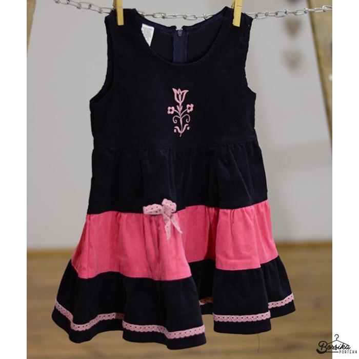 Sötétkék kordbársony ruha világos rózsaszín díszítéssel