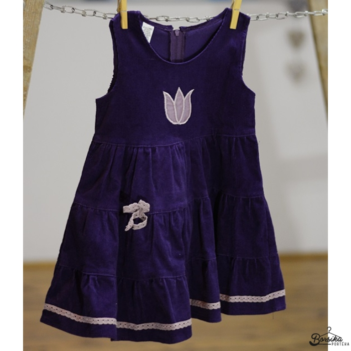 Padlizsán lila kordbársony ruha mályva díszítéssel