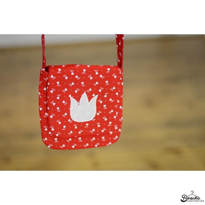 Tulipános pirosfestő mintájú táska