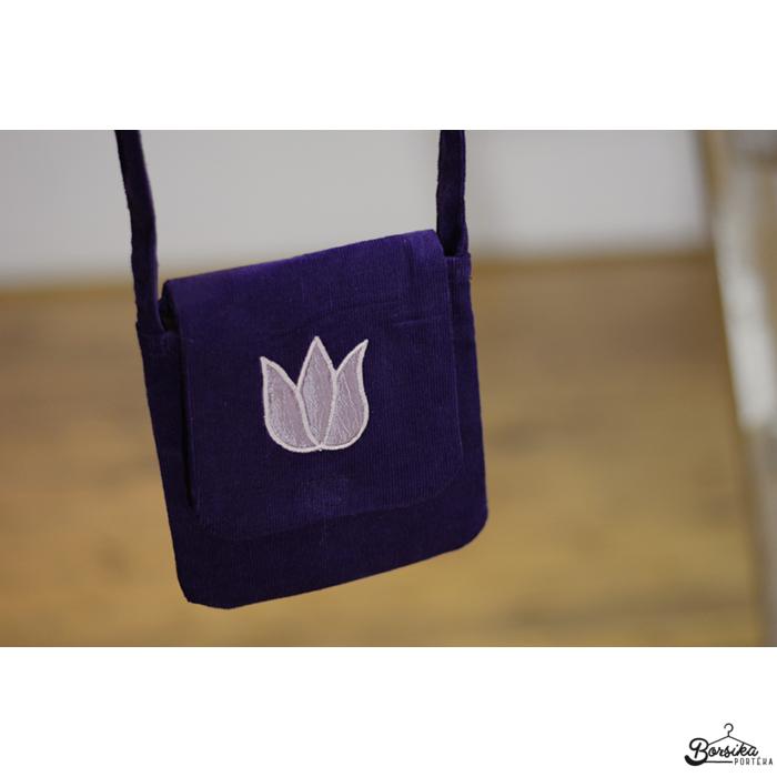Padlizsánlila, kordbársony táska mályva tulipánnal